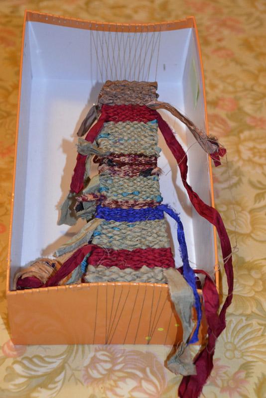Show box loom